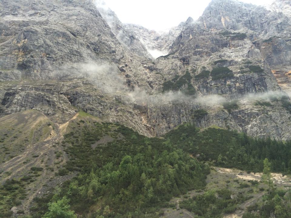 Der Aufstieg zur Knorrhütte ist teilweise steil.
