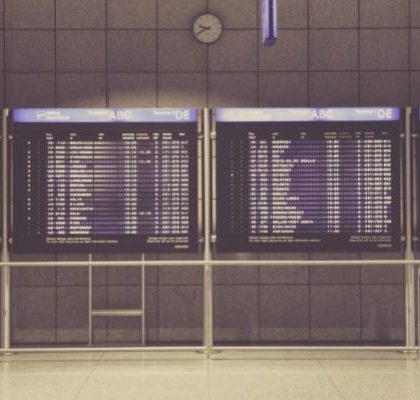 Flugauskunftstafeln am Airport