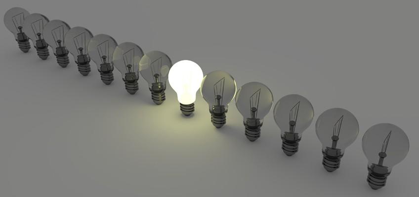 Aufgereihte Glühbirnen