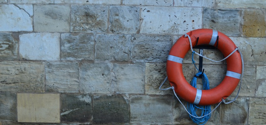 Rettungsring an Wand