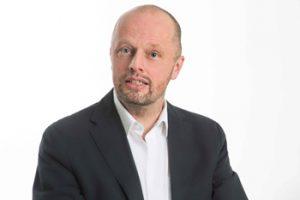 Sascha Schmidt ist Business Coach (Karriere & Familie) und Paarberater.