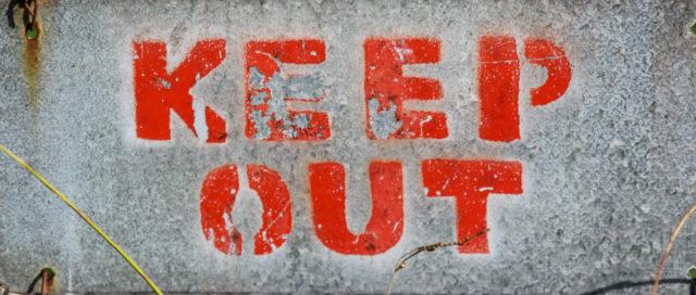 Schriftzug Keep Out