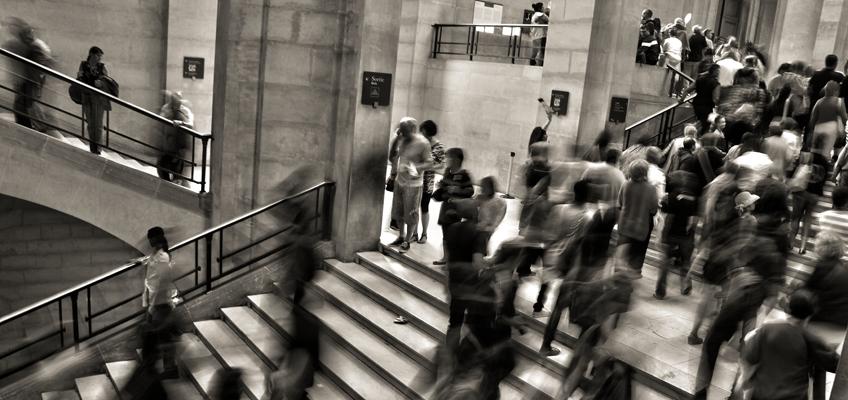 Personen im Treppenhaus