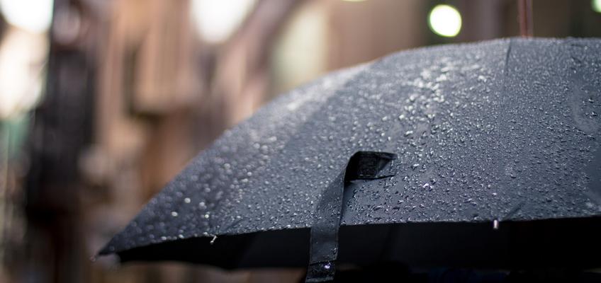 Aufgespannter Regenschirm