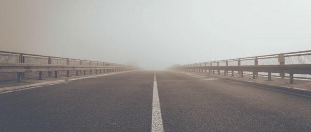 Straße im Nebel