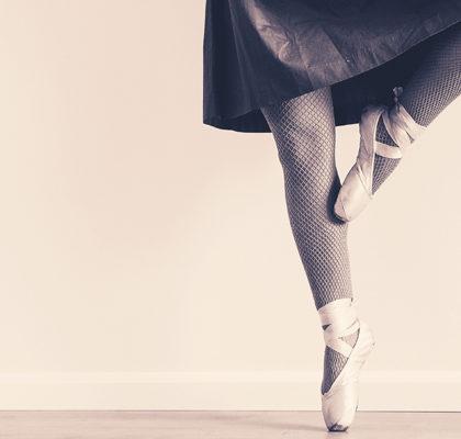 Ballerina tanzt auf Spitze