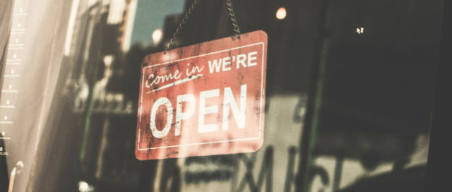 Schild Come in we're open