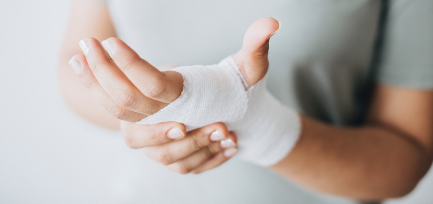 Hand in Verband