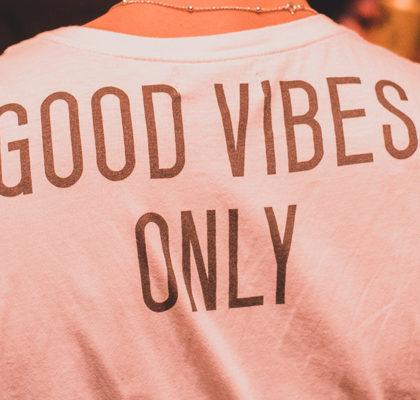 Schriftzug Good Vibes Only