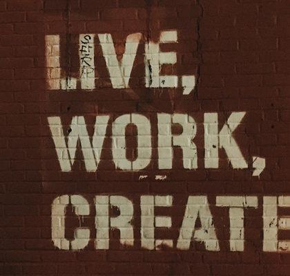 Schriftzug Live, Work, Create.