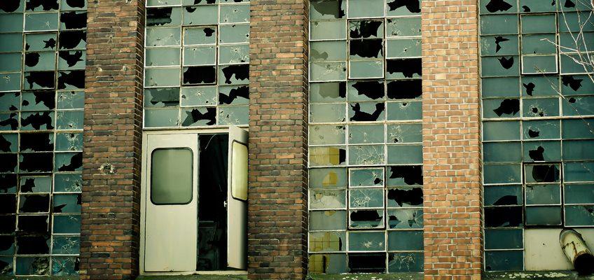 Kaputte Fabrikfassade