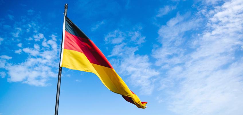 Deutschlandfahne im Wind