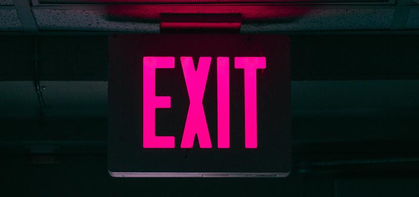 Schild mit Hinweis Exit