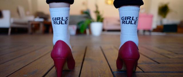 Strümpfe mit dem Aufdruck Girls Rule